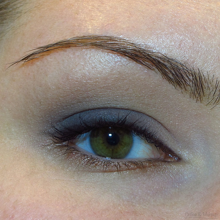 Navy and Taupe Eyeshadow Look