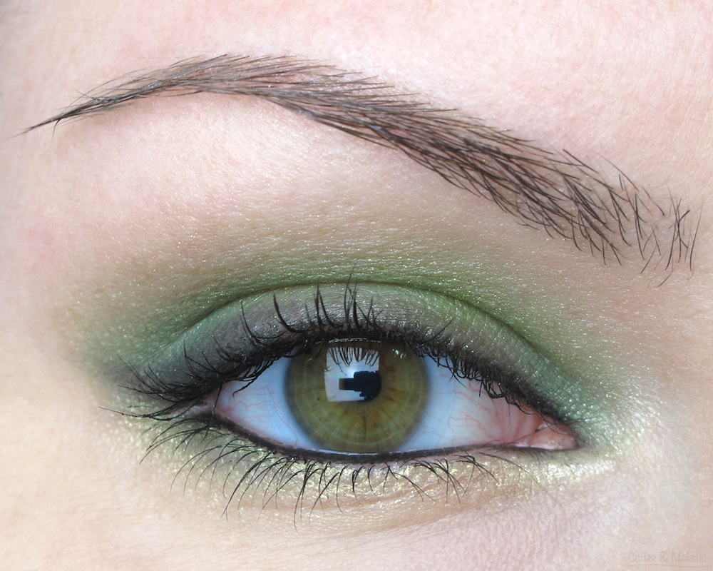 EOTD - Maybelline Enticing Emerald Plush Silk Eyeshadow