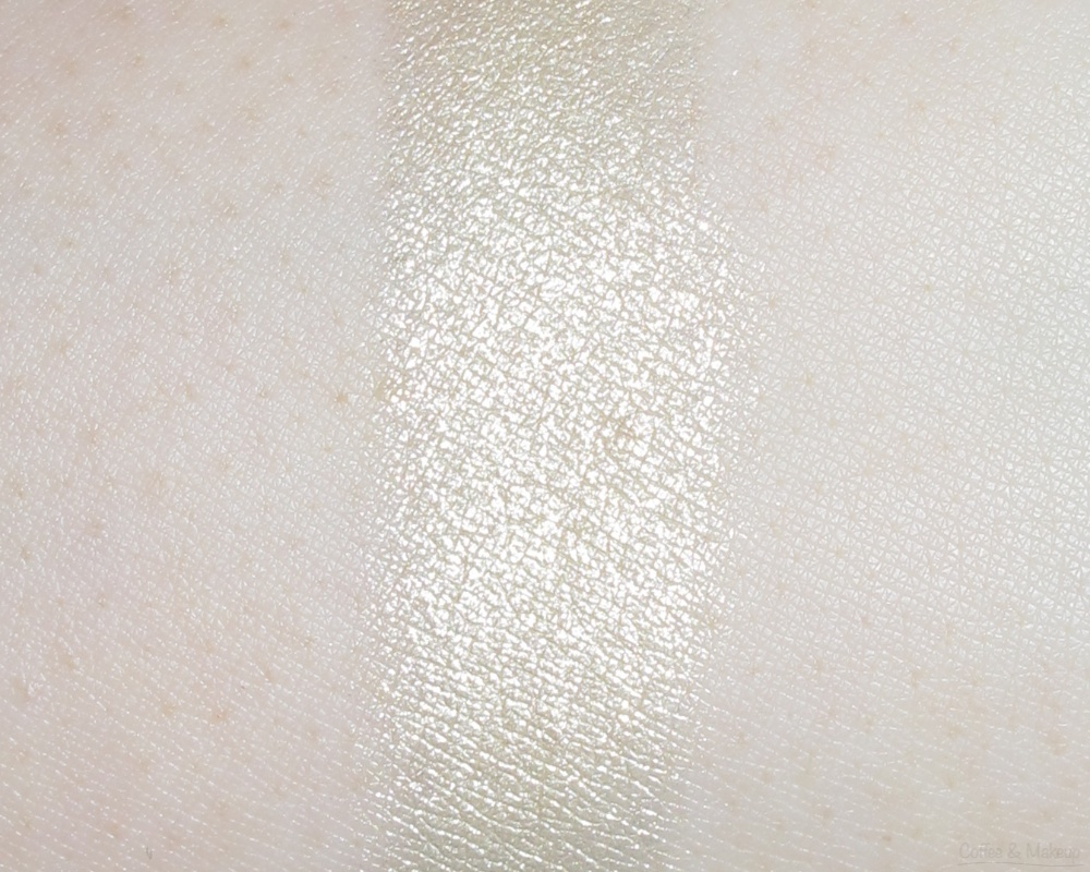 Maybelline Enticing Emerald Color Plush Silk Eyeshadow Quad Swatch - Leftmost shade