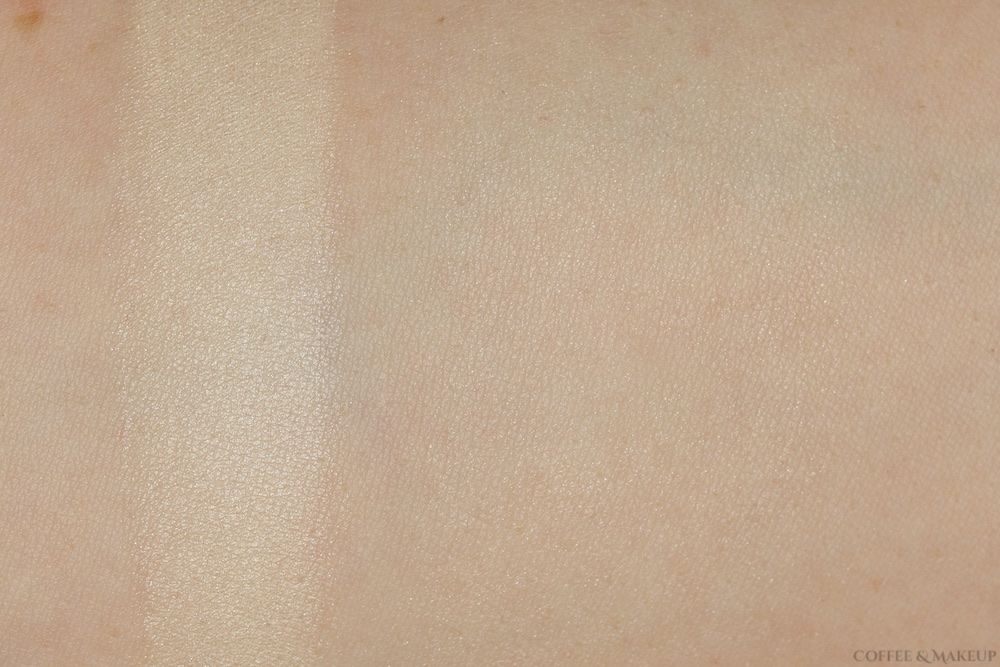 Hourglass Diffused Light Ambient Lighting Powder Swatch