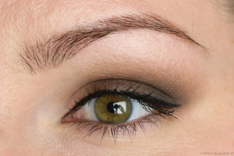 Basic Matte Smoky Eye with the Urban Decay Naked Smoky Palette