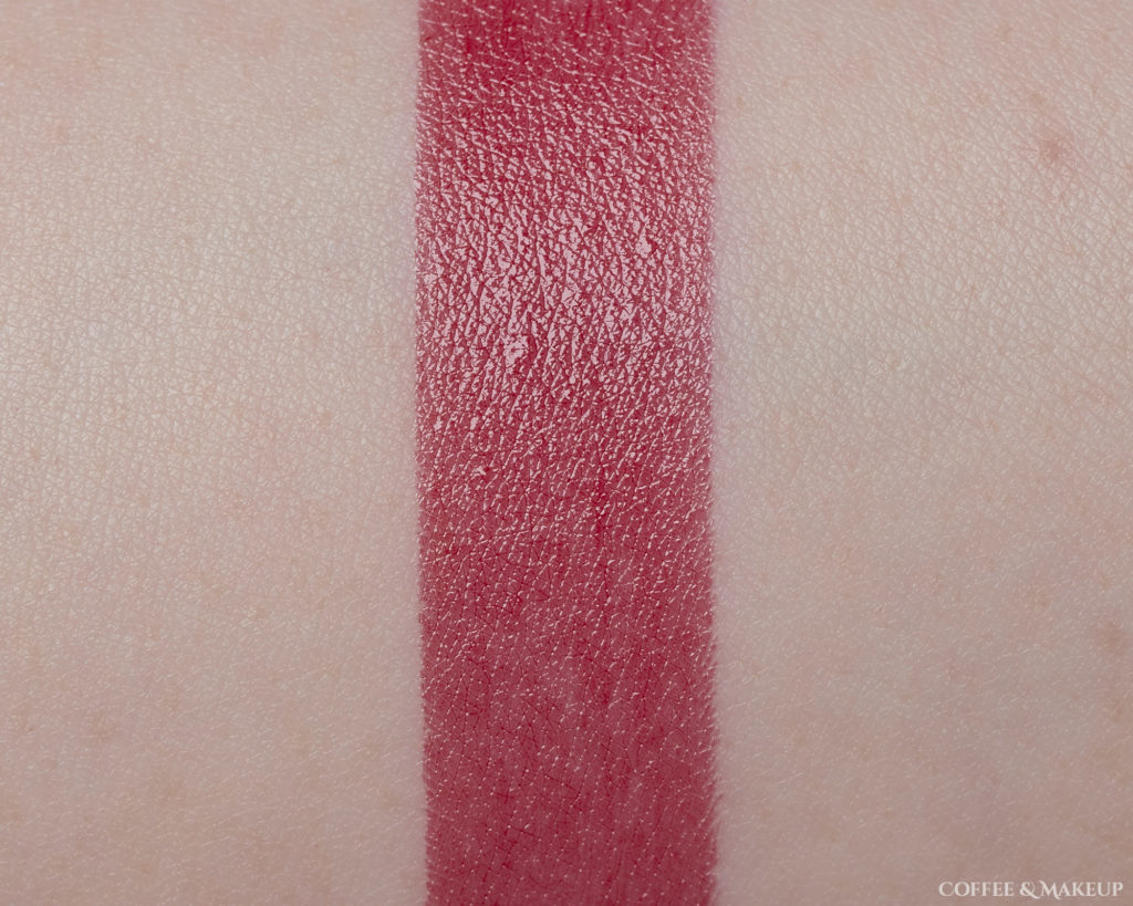 924 Enamel Red | L'Oréal Colour Riche Shine Lipstick