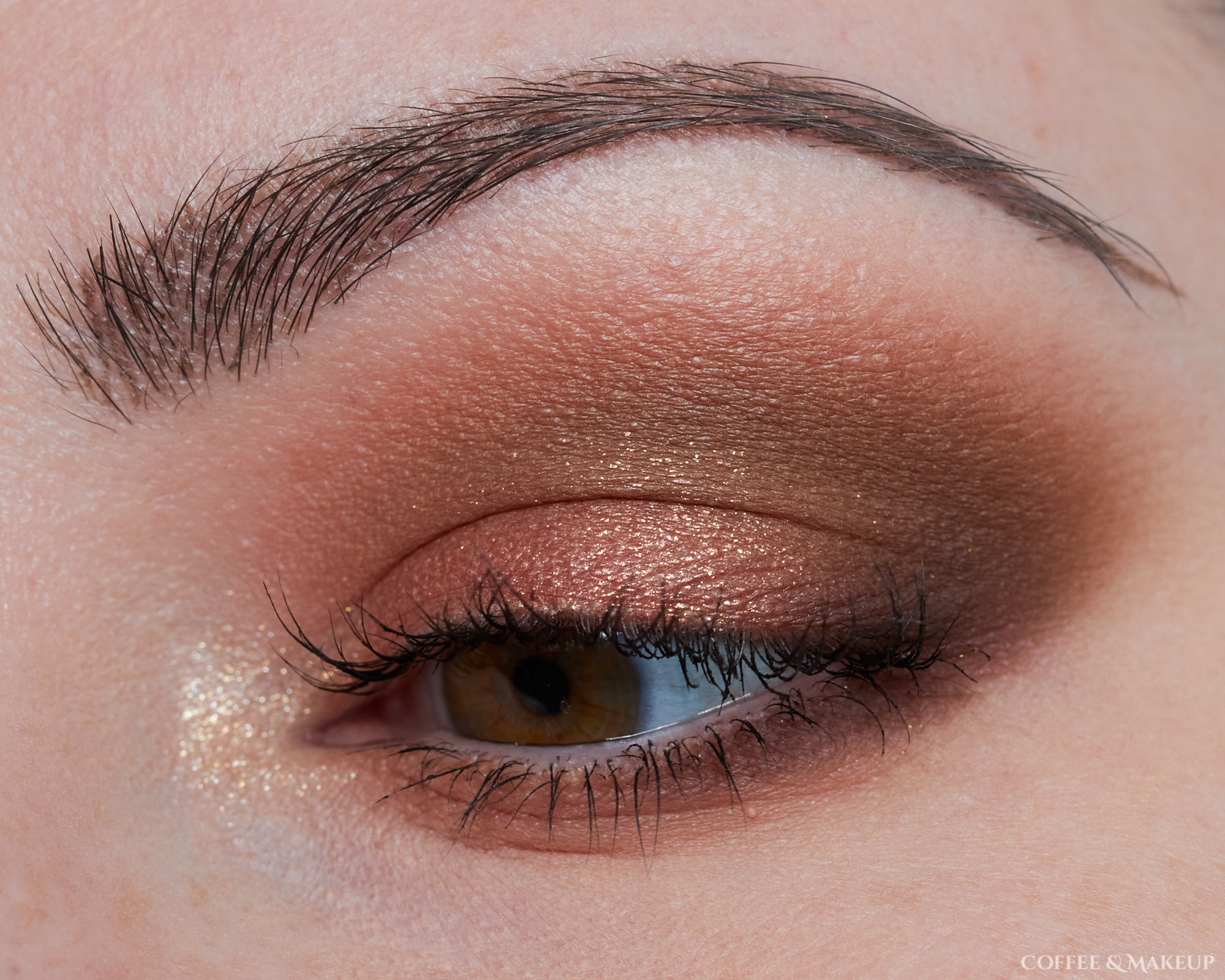 Huda Beauty Khaki Haze Palette Look #1